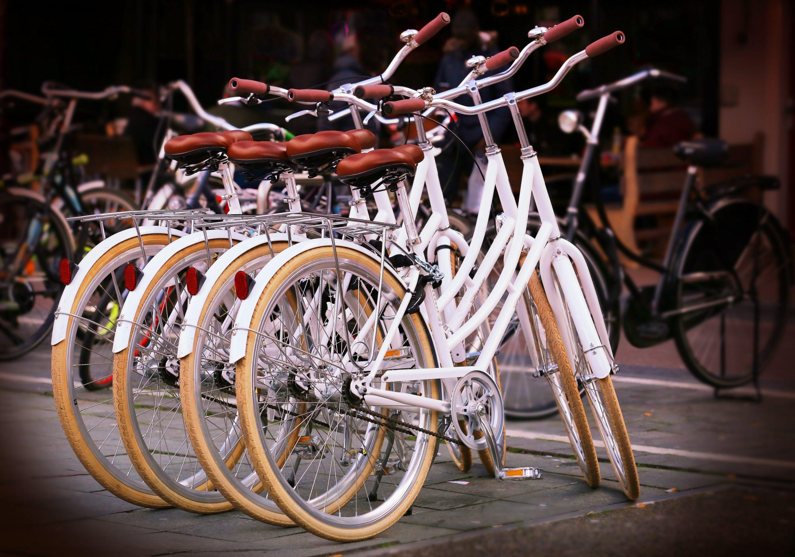 bicycle_parking_bicycles_bikes_36743
